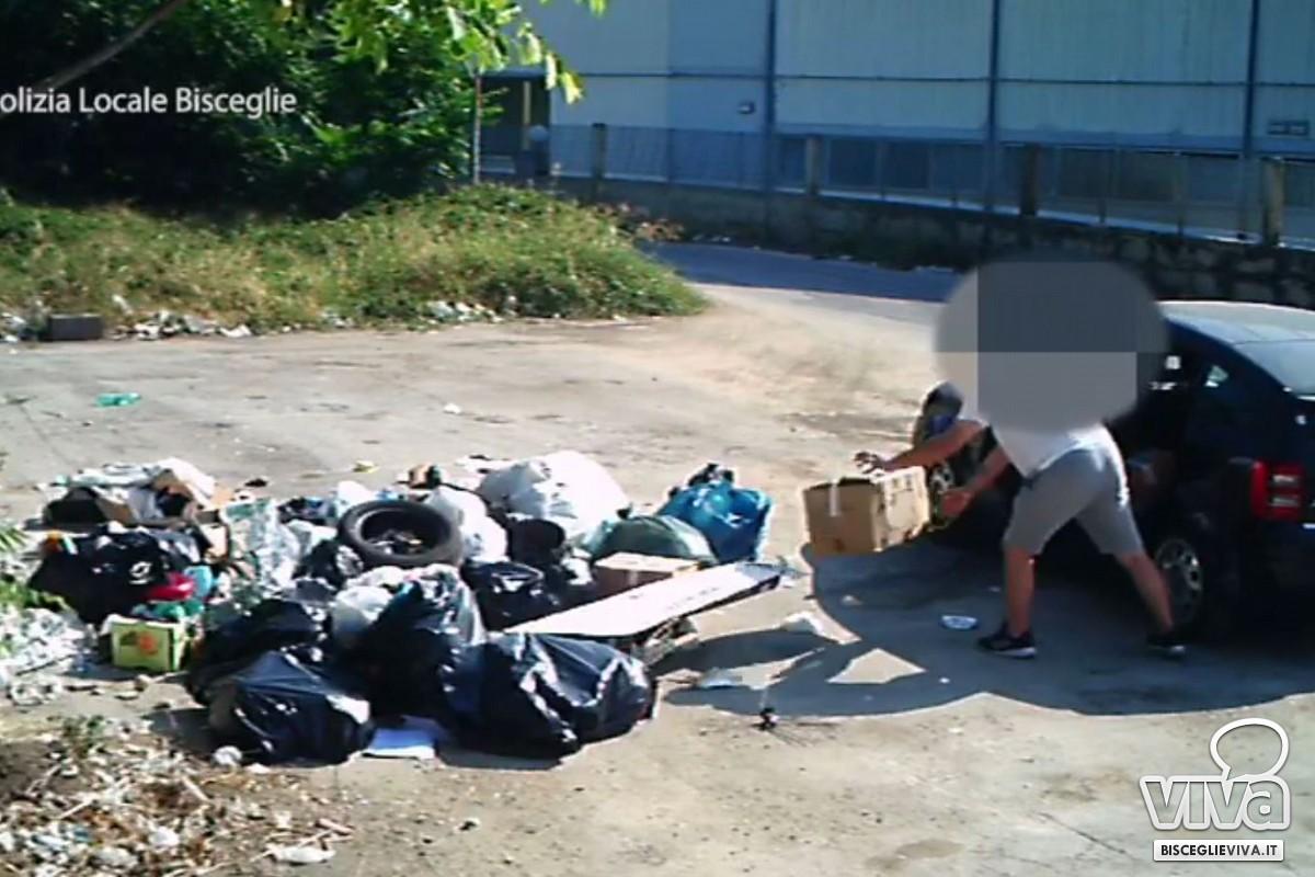 Abbandono illegale di rifiuti in contrada Macchione
