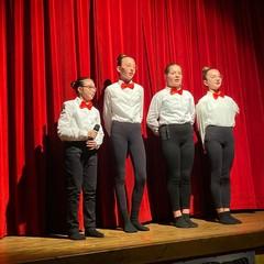 """Gli studenti della Battisti-Ferraris portano in scena """"Aggiungi un posto a tavola"""""""