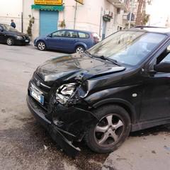 Sinistro automobilistico tra via Can. Pasquale Uva e via Emilio Todisco Grande