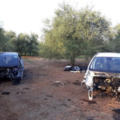 Le carcasse delle due auto rubate a Bisceglie