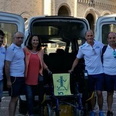 Cooperativa Kairos - Ha inaugurato il primo taxi sociale della città, un servizio grauito e autofinanziato con cui disabili, anziani ecittadini con difficoltà motorie possono chiedere supporto nel trasporto urbano. Da luglio il taxi è anche dotato di una carrozzella