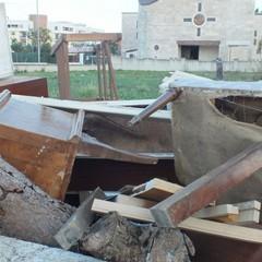 Cataste di legno nelle vicinanze della parrocchia di Santa Maria di Costantinopoli