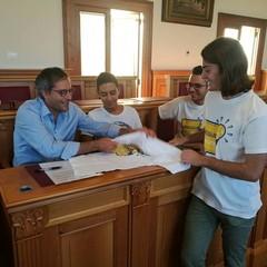 Il sindaco Angarano col movimento giovanile Bisceglie illuminata