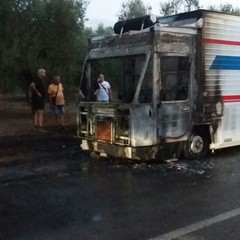 Fiamme da furgone destinato alla vendita di alimenti sulla Bisceglie Andria