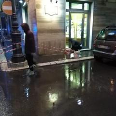 Vento forte e pioggia battente causano problemi ad alcune strade cittadine