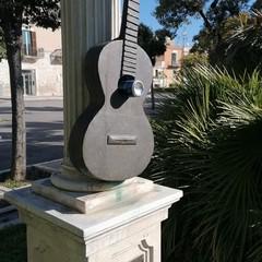 Monumento a Mauro Giuliani deturpato