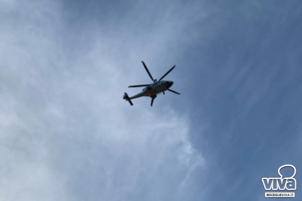 Elicottero sorvola il carcere di Trani