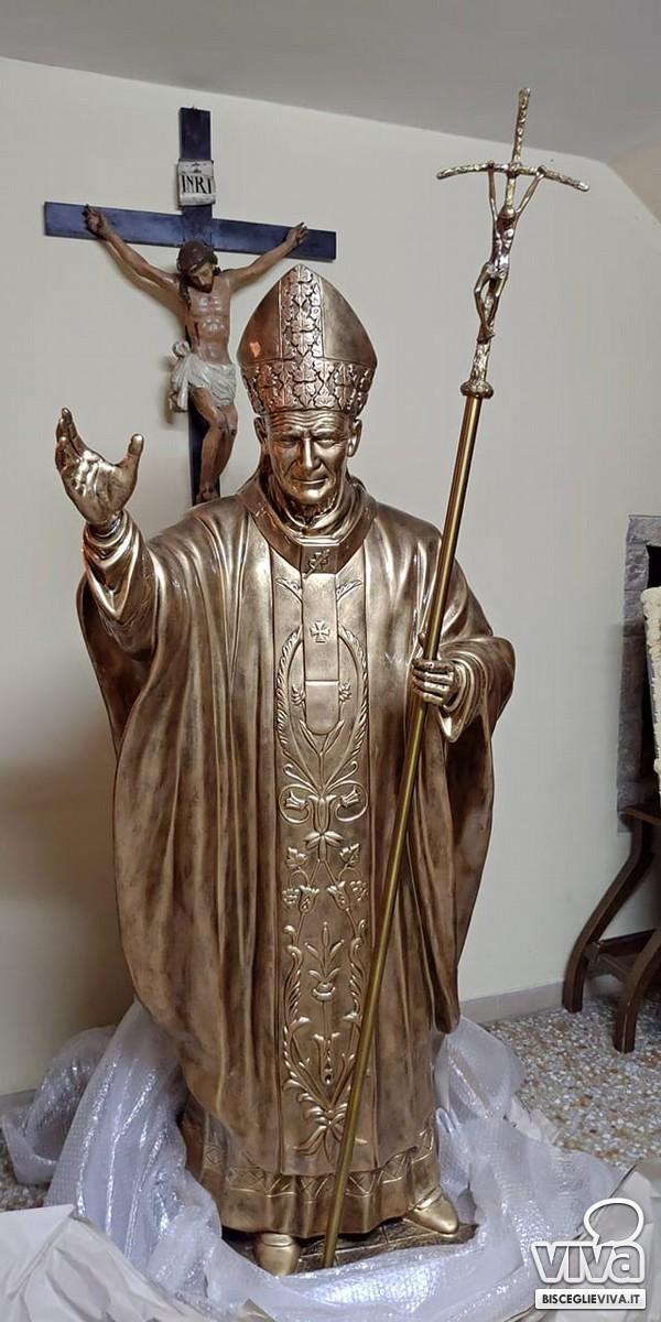 La statua raffigurante Giovanni Paolo II