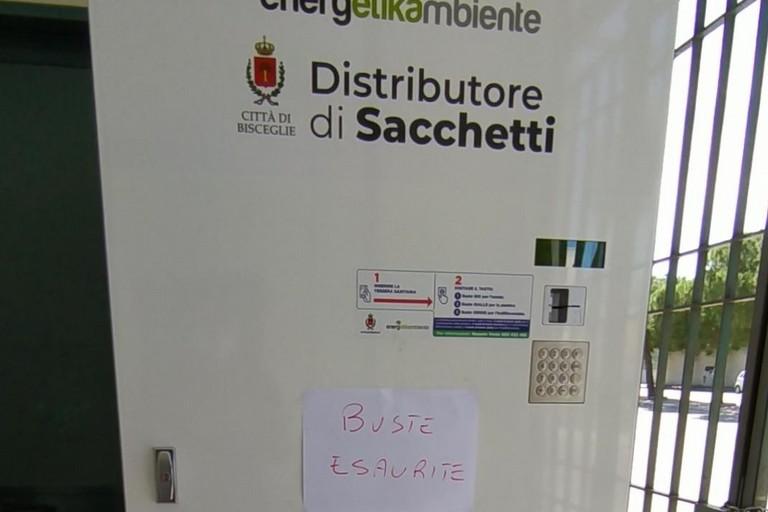 Distributore automatico di sacchetti per rifiuti