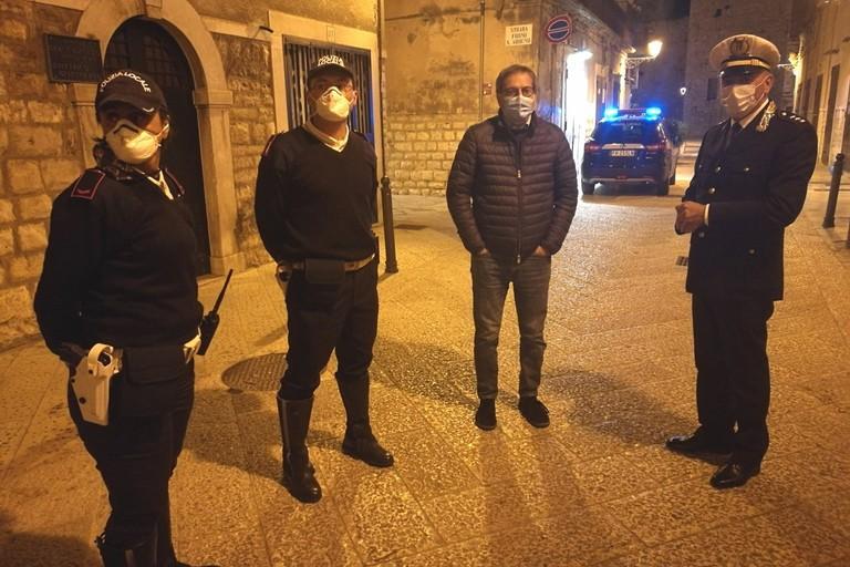 Agenti di Polizia Locale col Sindaco Angarano
