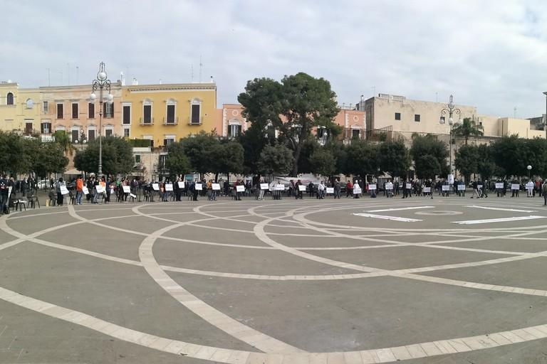 Manifestazione dei commercianti in piazza Vittorio Emanuele II