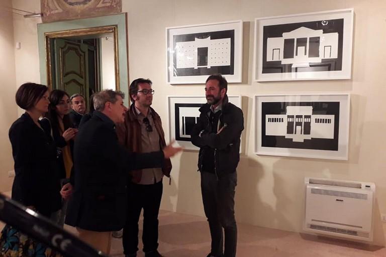 Gianni Casella in visita presso l'esposizione Duct Tape