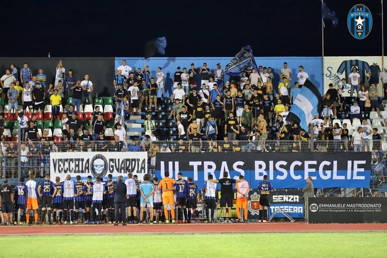 Protesta dei tifosi nerazzurri contro una squadra in difficoltà. <span>Foto Emmanuele Mastrodonato</span>