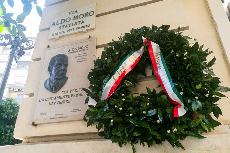 Targa commemorativa in via Aldo Moro a Bisceglie