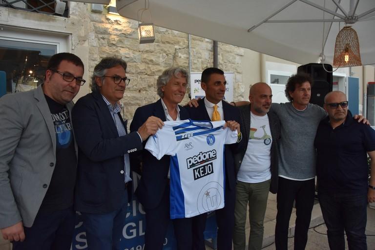 La dirigenza dell'Unione Calcio Bisceglie accoglie Aldo Papagni. <span>Foto Luca Ferrante</span>