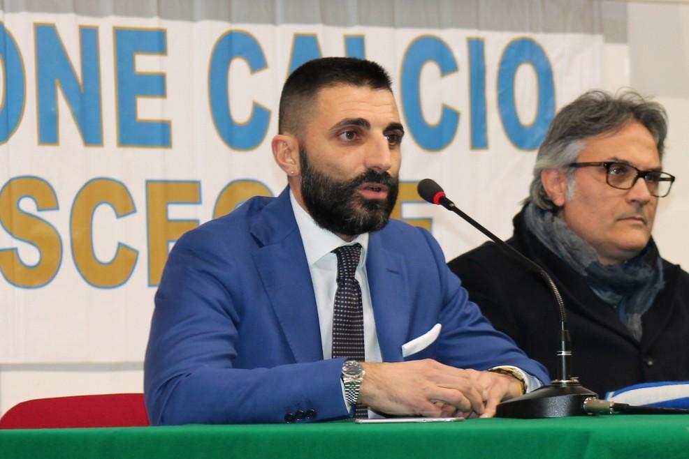 In primo piano l'ad dell'Unione Calcio Giuseppe Ruggieri, sullo sfondo il presidente Enzo Pedone. <span>Foto Unione Calcio Bisceglie</span>