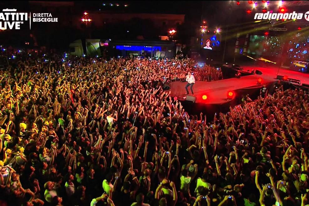 L'esibizione di Alvaro Soler a Battiti Live 2015