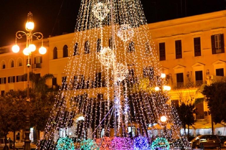 Albero di Natale in piazza Vittorio Emanuele II (repertorio)