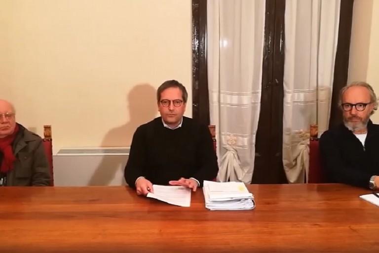 Angelantonio Angarano col dottor Tommaso Fontana e il responsabile della Protezione Civile Gianni De Trizio