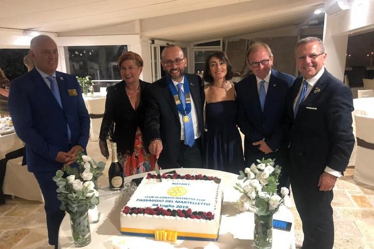 Antonio Papagni (al centro) presidente del Rotary Club Corato
