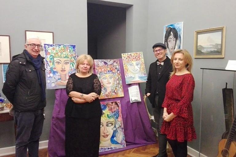 L'organizzatrice di Artissima, Silvia Tolomeo, con lo staff di Casa Museo Giuliani