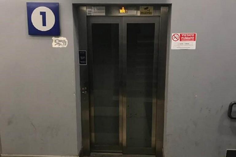 Ascensore all'interno della stazione ferroviaria di Bisceglie