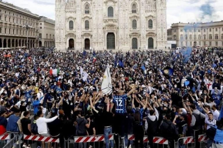 L'immagine, diffusa dal Corriere della Sera, che ha fatto discutere. <span>Foto Corriere della Sera</span>