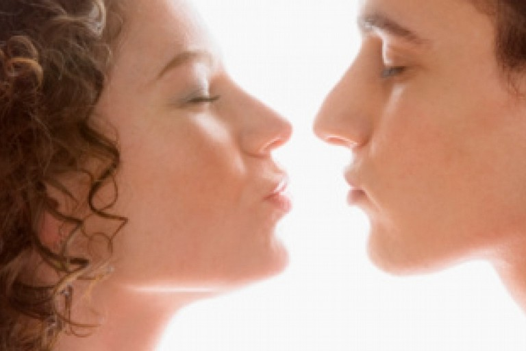 L'amore (in pubblico) al tempo dei social