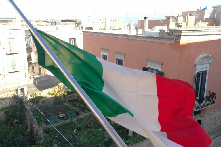 Bandiere a mezz'asta a Palazzo San Domenico