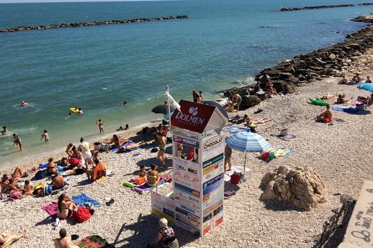 Spiaggia protetta dagli operatori dell'associazione Baywatch
