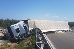 Statale 16 bis bloccata in direzione nord per un incidente fra Trani e Barletta