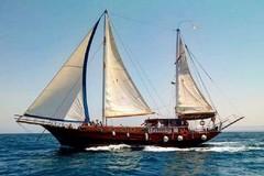 """L'imbarcazione storica """"Yasemin Sultan"""" al porto turistico di Bisceglie"""