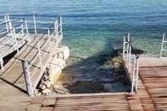 """Smontata e recuperata la pedana galleggiante sulla spiaggia del """"Cagnolo"""""""