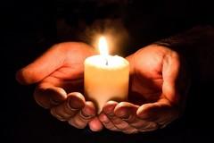«Accendiamo una candela nelle nostre case la sera del 7 dicembre»