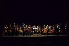 Concerto di Capodanno, sul palco l'Aura Sonum Philarmonica Orchestra diretta dal maestro Dominga Damato