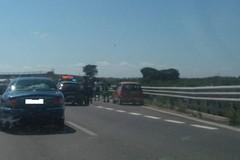 Rallentamenti sulla 16 bis a causa di un camion in avaria in contrada Lama di Macina
