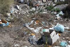 Rifiuti abbandonati in zona Crosta