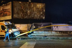 Auto si scontra con ambulanza, semaforo distrutto sulla Bisceglie-Trani