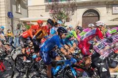 Giro d'Italia 2020, la partenza della tappa Giovinazzo-Vieste