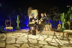 """La tecnica e i virtuosismi chitarristici del """"Duo Variandi"""" incantano al concerto in memoria di Mauro Giuliani"""