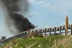 Veicolo in fiamme sulla statale 16 bis in direzione Bisceglie