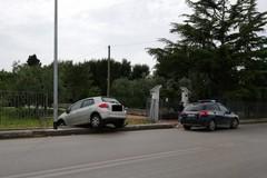 Rocambolesco incidente, auto distrugge inferriata sulla Bisceglie-Trani