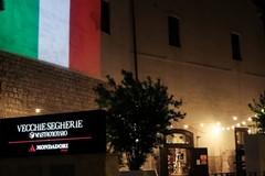 Immagine suggestiva: il tricolore sulla facciata delle Vecchie Segherie