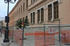 Lavori in corso sulle facciate dell'edificio scolastico