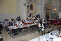 Consiglio comunale rinviato per irregolarità nella convocazione. Scintille tra Casella e Naglieri