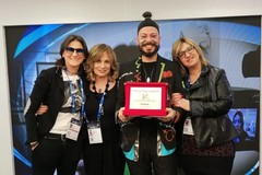 """Andiel trionfa a Sanremo: il premio """"Pigro"""" è suo"""