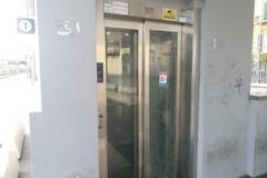 Angarano sul vetro rotto in ascensore alla stazione: «Serve una rivolta delle coscienze»