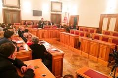 Reazione perentoria della maggioranza: «Il bilancio è corretto, l'opposizione è in crisi di astinenza»