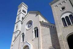L'associazione Giovanni Paolo II saluta don Mauro Camero e accoglie don Giuseppe Abascià in Concattedrale