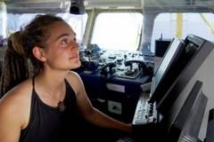 Caso Sea Watch, flash mob del Coordinamento per i diritti della Bat: «Siamo con Carola e i migranti»
